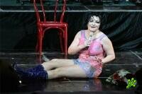 Очередной позор Лолиты на сцене (4 фото)