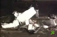 Спортивный самолет упал на жилой дом