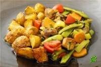 Тушеное мясо с овощамии зеленью