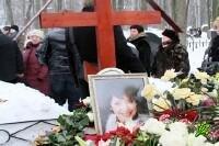 Могилу Анны Самохиной осквернили вандалы