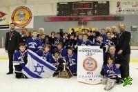 Юные хоккеисты завоевали кубок в Канаде
