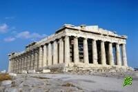 Греки толпами забирают деньги из банков