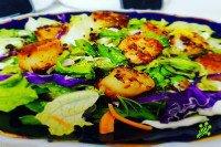 Салат из гребешков в сливочно-лимонном соусе